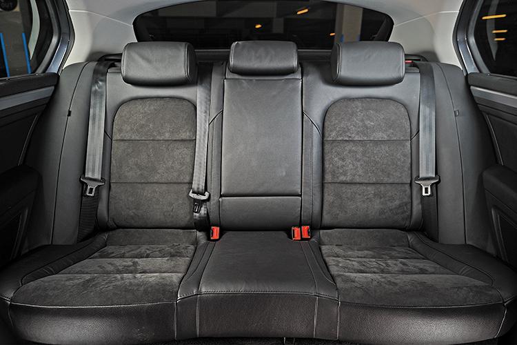 superb 1.8 backseat