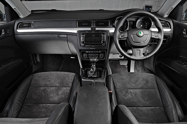superb 1.8 interior