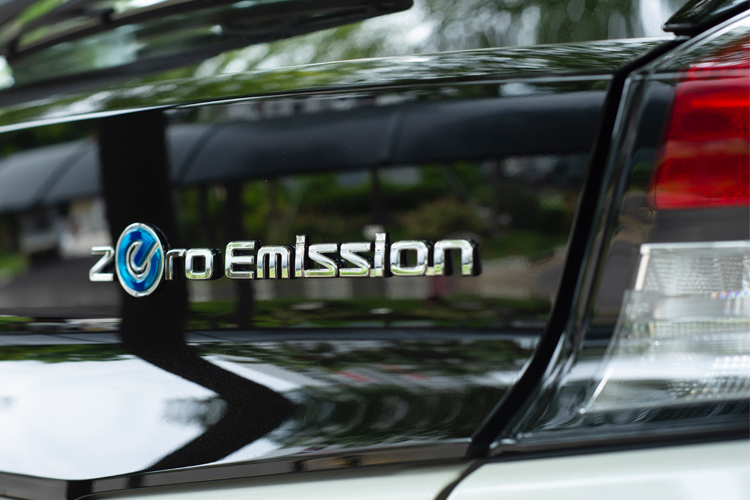 nissan leaf zero emission badge