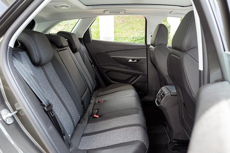 peugeot 3008 backseat
