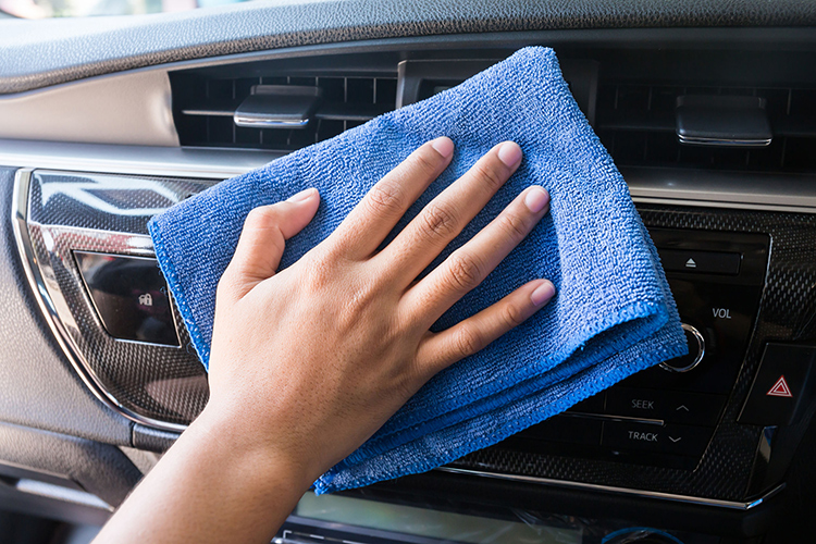 car touchscreens microfibre cloth cleaning