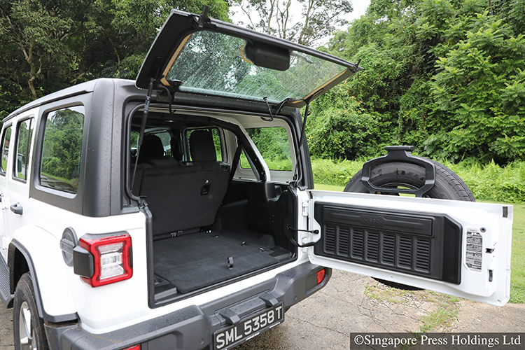 jeep wrangler sahara boot