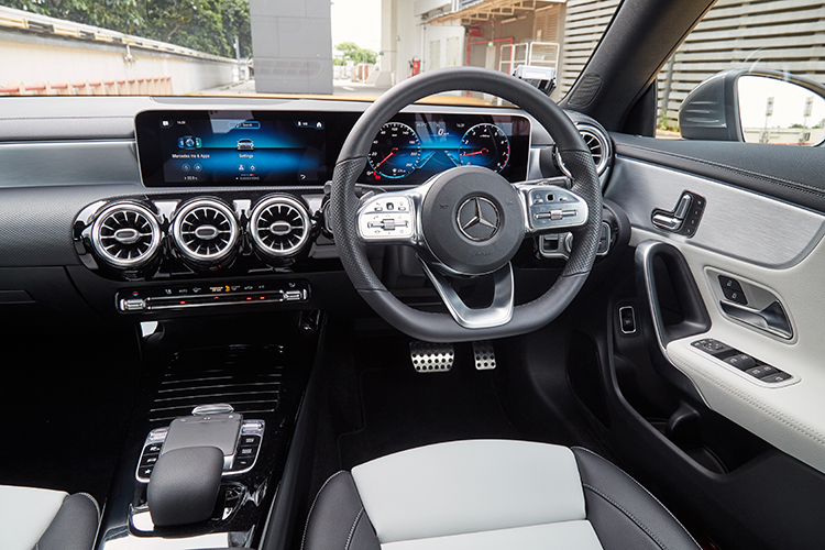 mercedes-benz cla cockpit