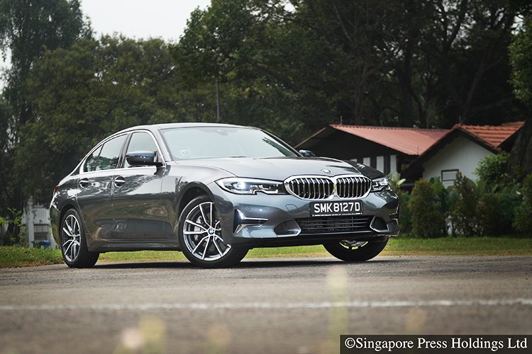 bmw 330i luxury front