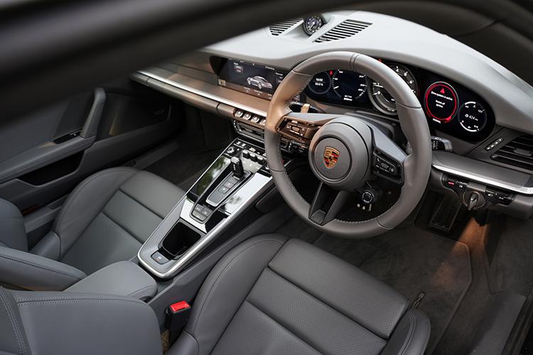 porsche 911 carrera 4s cockpit