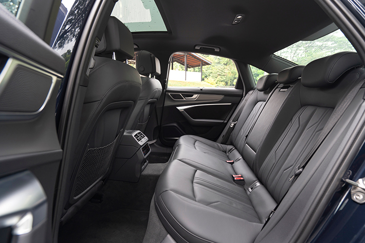 audi a6 3.0 backseat