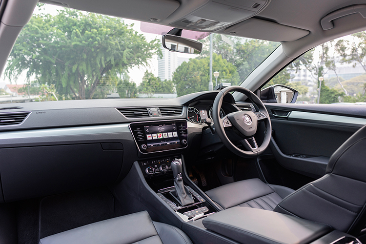 skoda superb 1.8 cockpit