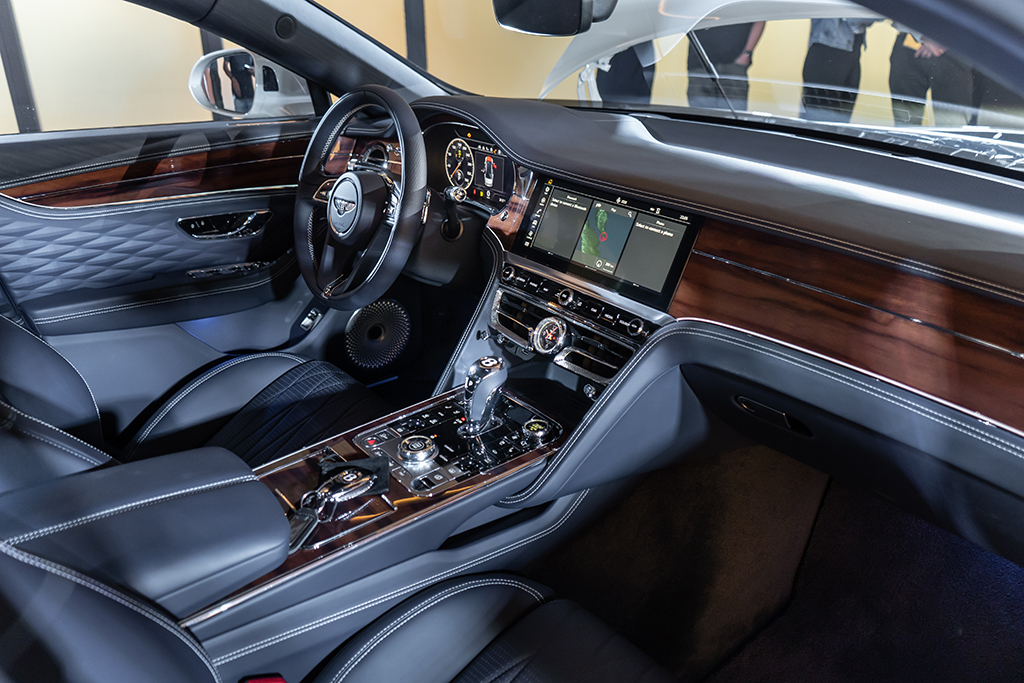 bentley flying spur cockpit