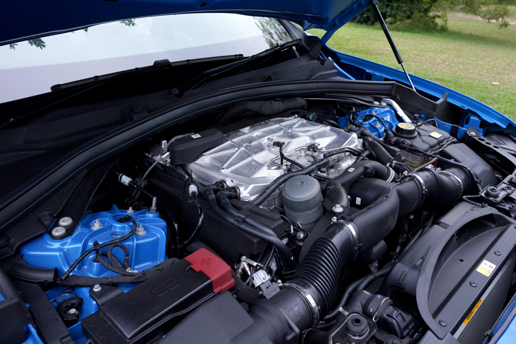Jaguar F-Pace SVR engine