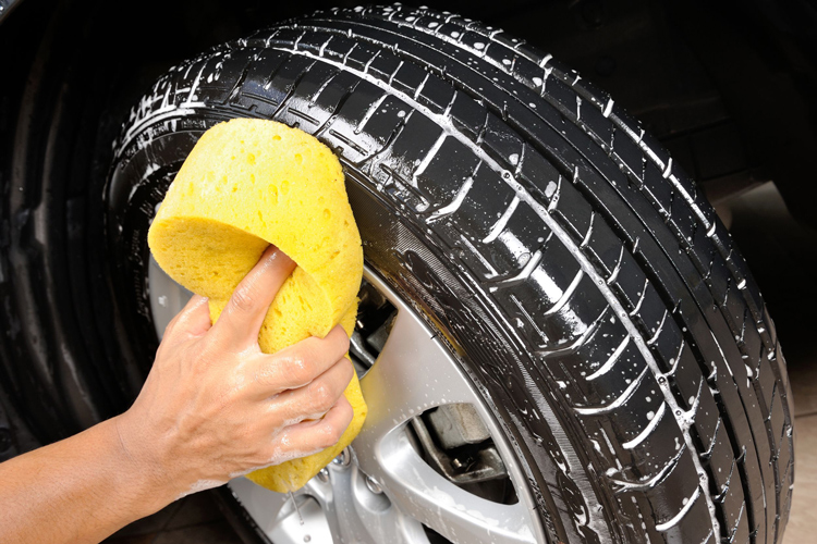 car detailing clean wheels and tyres