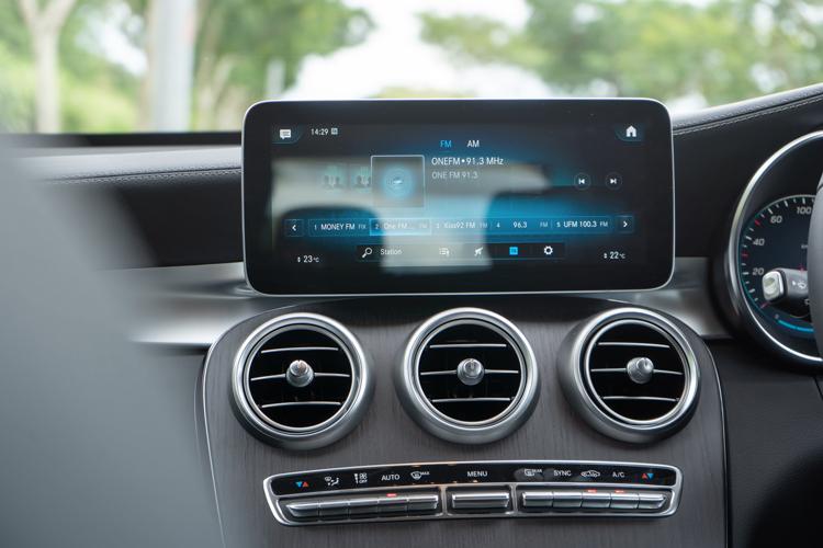 Mercedes-Benz GLC300 4Matic infotainment