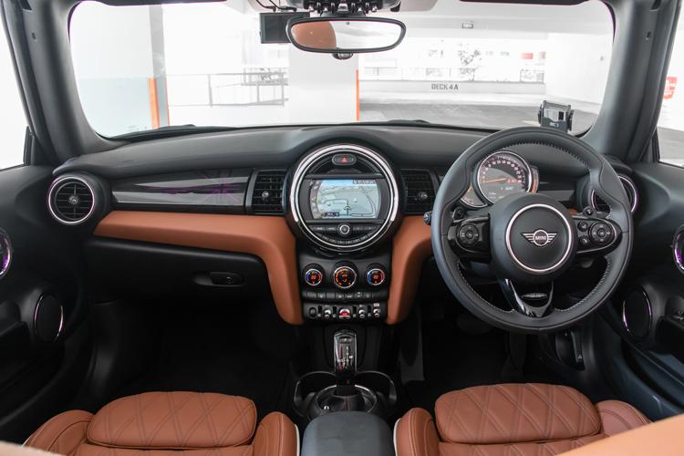 MINI Cooper S Convertible cockpit