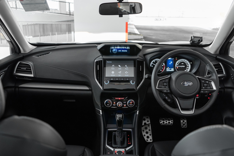 subaru forester 2.0i cockpit
