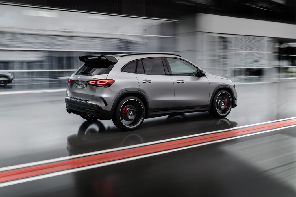 Mercedes-AMG GLA45 action