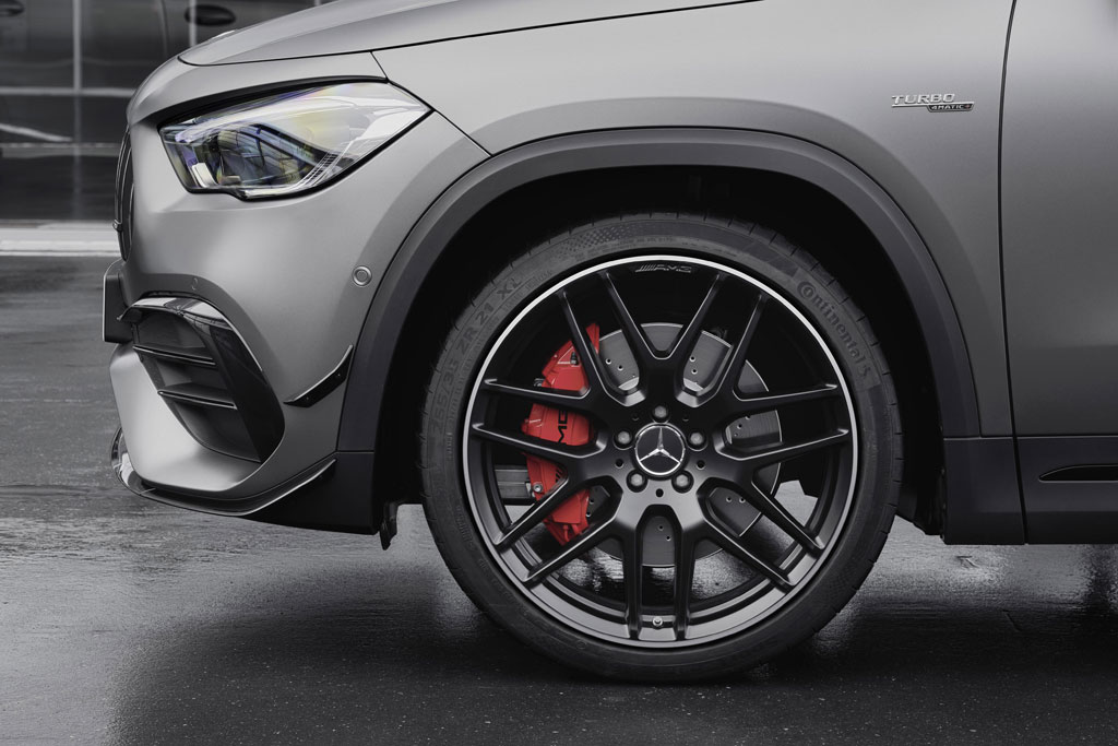 Mercedes-AMG GLA45 wheels brakes