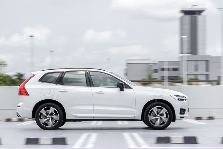 volvo xc60 recharge driving