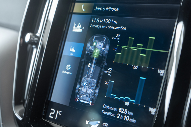 volvo xc60 recharge power flow monitor
