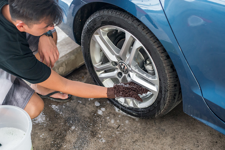 car grooming clean and scrub tyres wheels