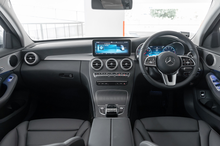 mercedes-benz c160 cockpit