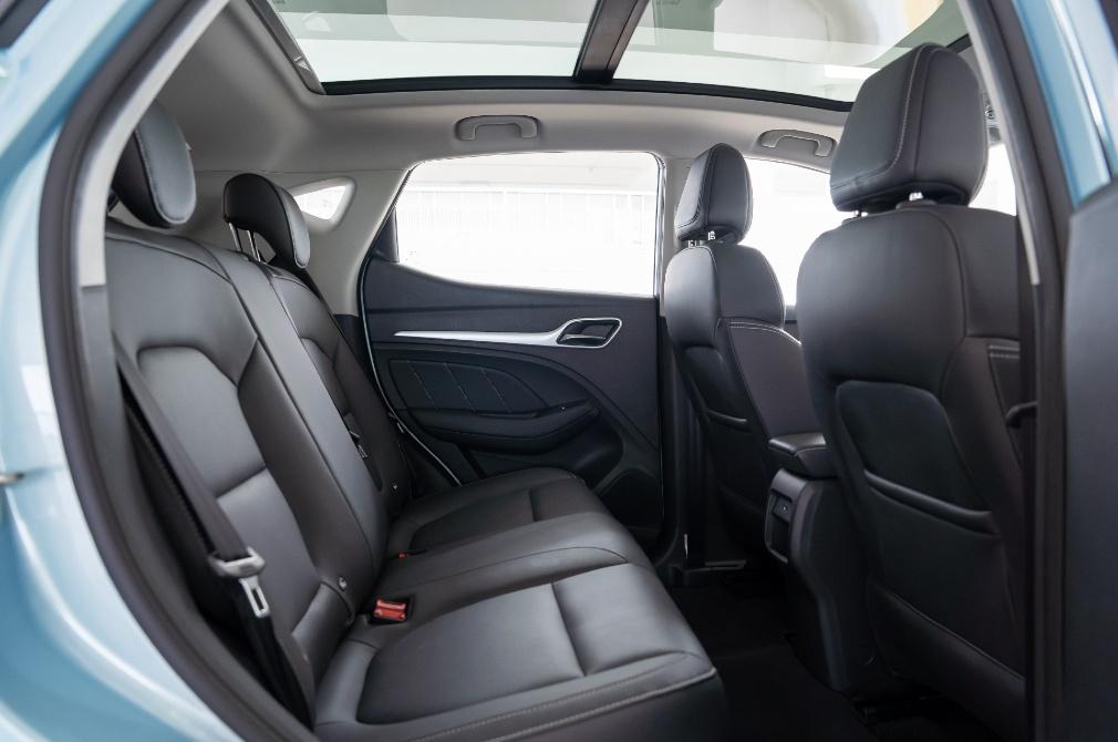 mg zs ev backseat