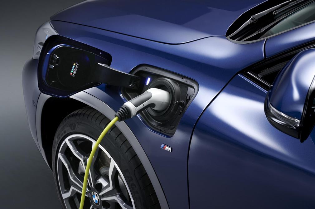 BMW X2 xDrive25e power socket