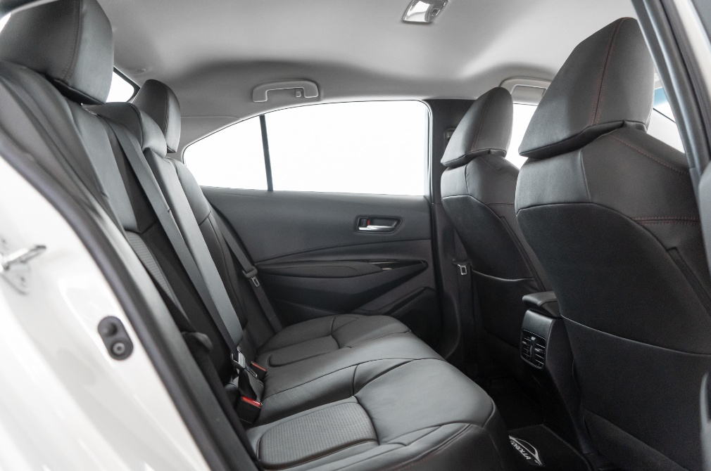 toyota corolla altis backseat