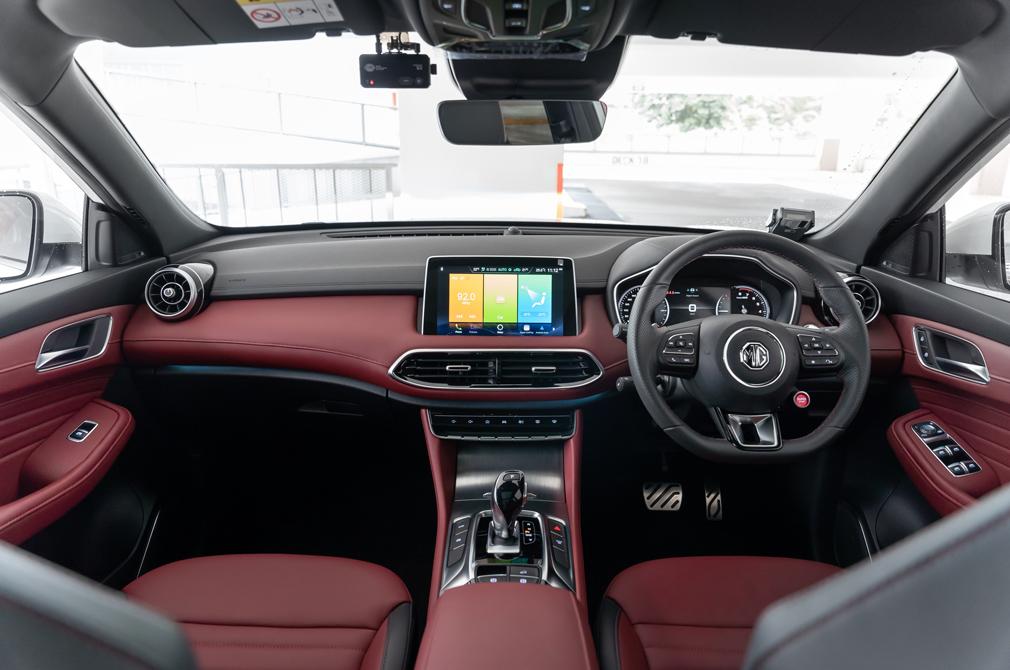 MG HS cockpit