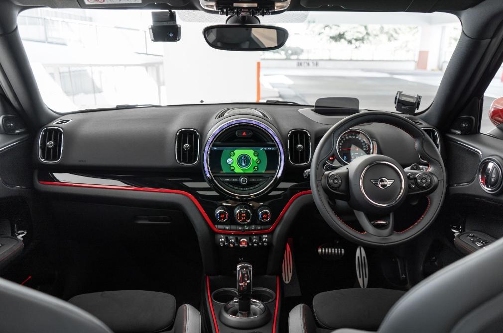 MINI JCW Countryman cockpit