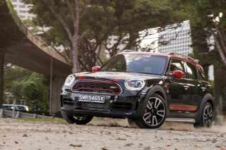 MINI JCW Countryman action dirt road