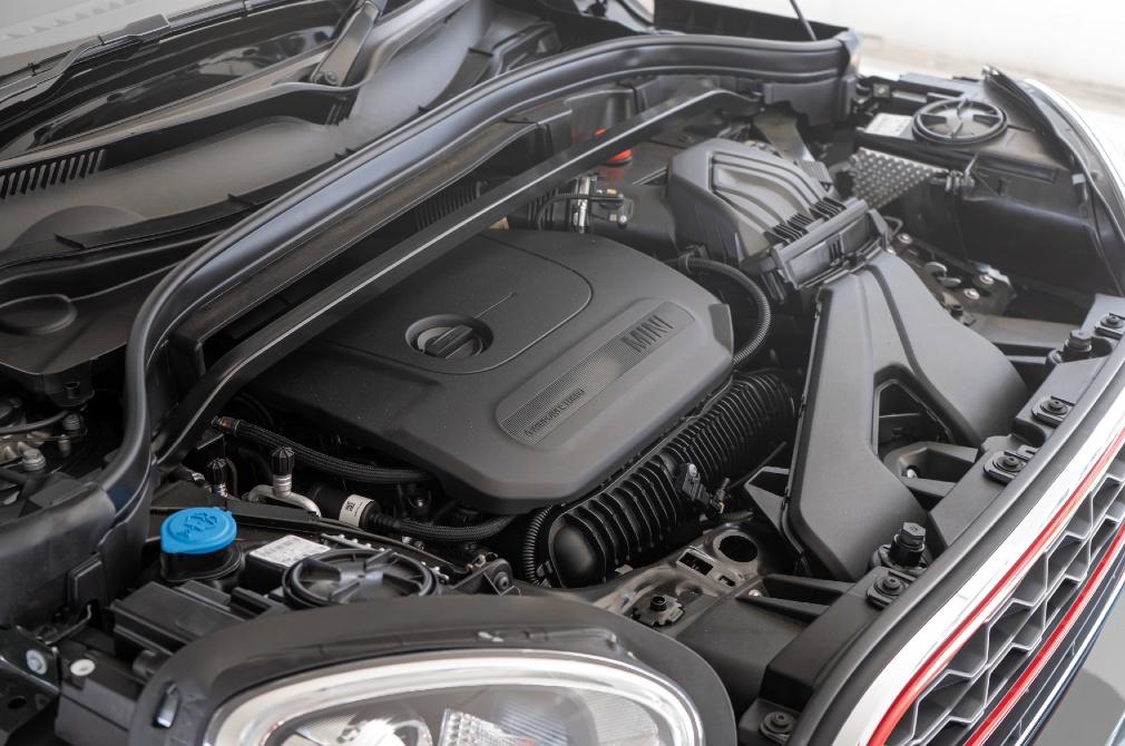 MINI JCW Countryman engine
