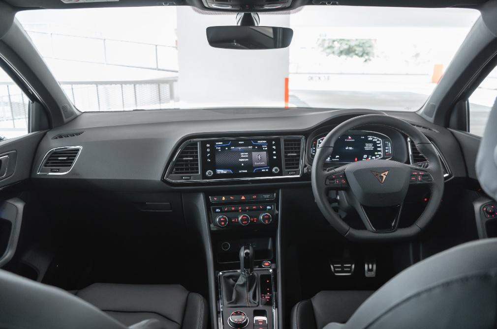 Cupra Ateca cockpit