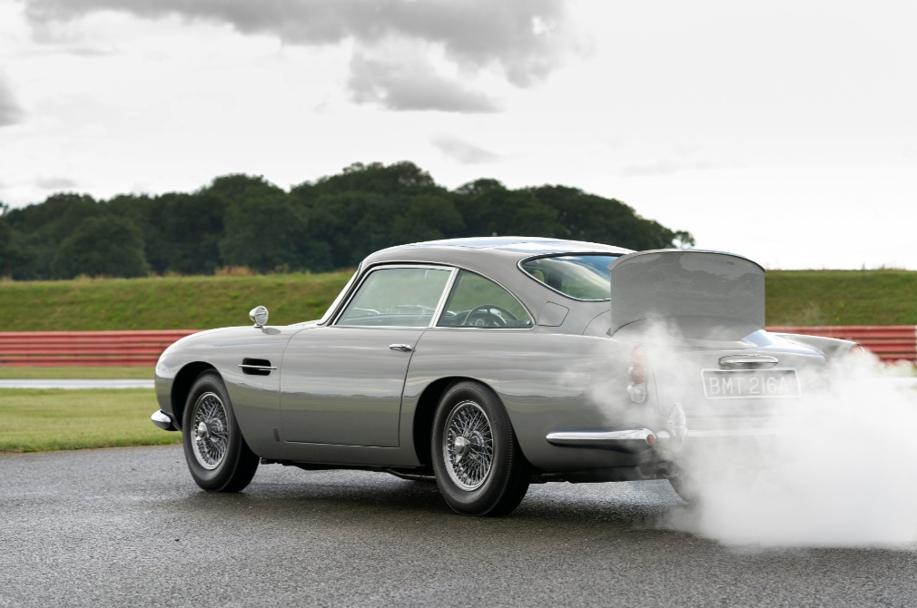 aston martin db5 smokescreen