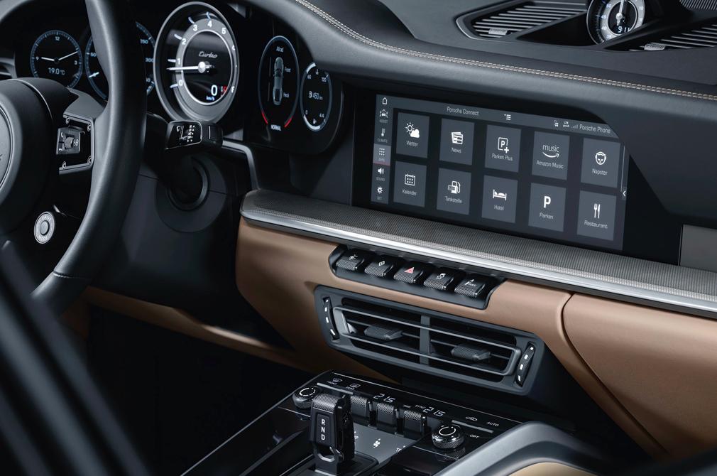 Porsche 911 Turbo cockpit infotainment
