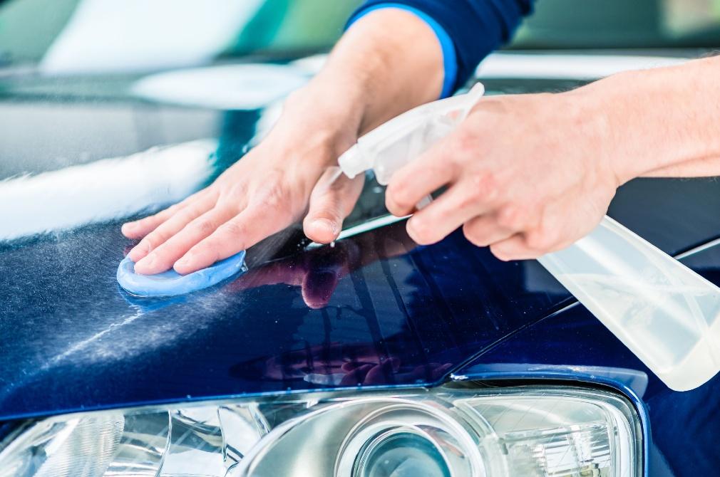 car detailing claying before polishing
