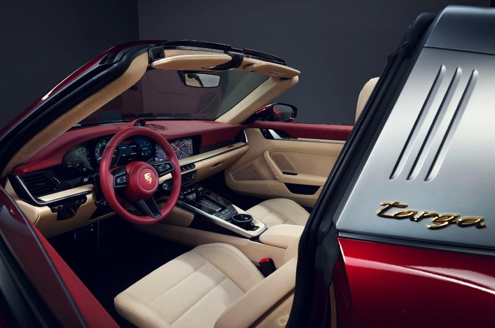 Porsche 911 Targa 4S Design Edition cockpit