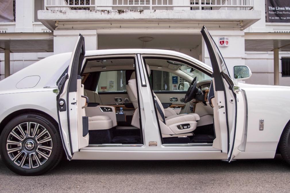 Rolls-Royce Phantom doors open