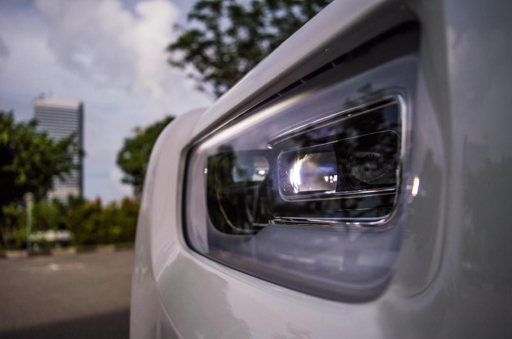Rolls-Royce Phantom headlight