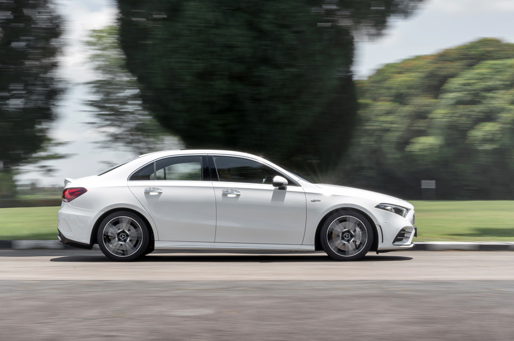 mercedes-amg a35 saloon panning