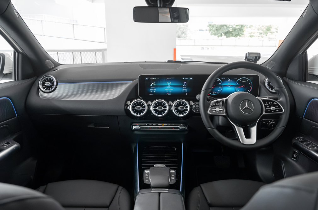 mercedes-benz gla cockpit