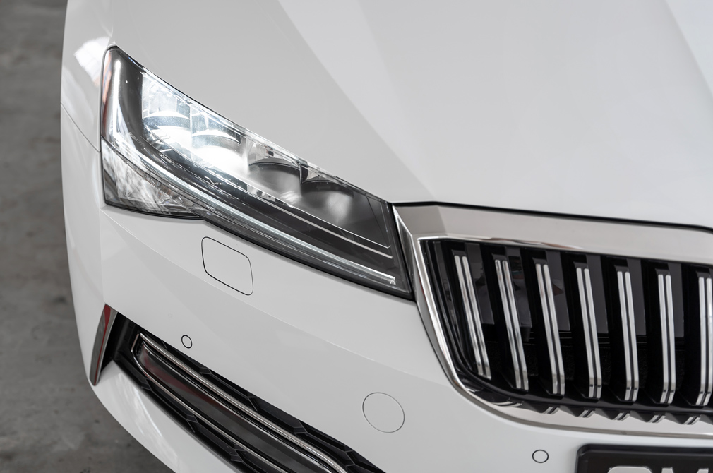 skoda superb l&k headlights