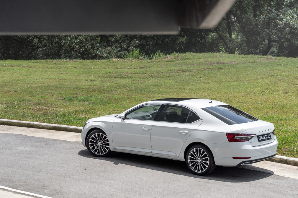 skoda superb laurin & klement rear