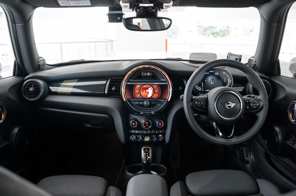 MINI E cockpit