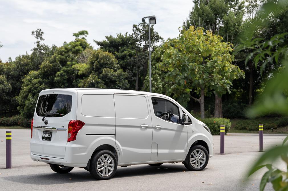 byd t3 electric van rear
