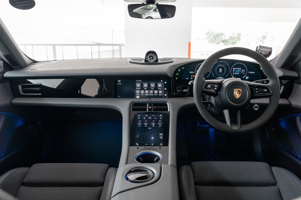 porsche taycan 4s cockpit