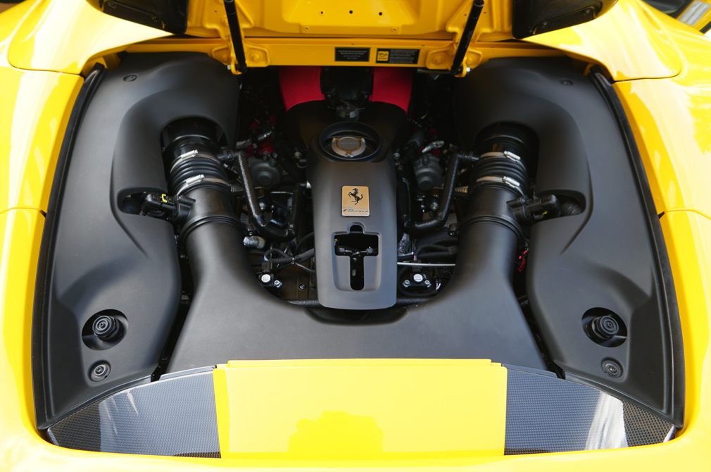 ferrari f8 spider engine
