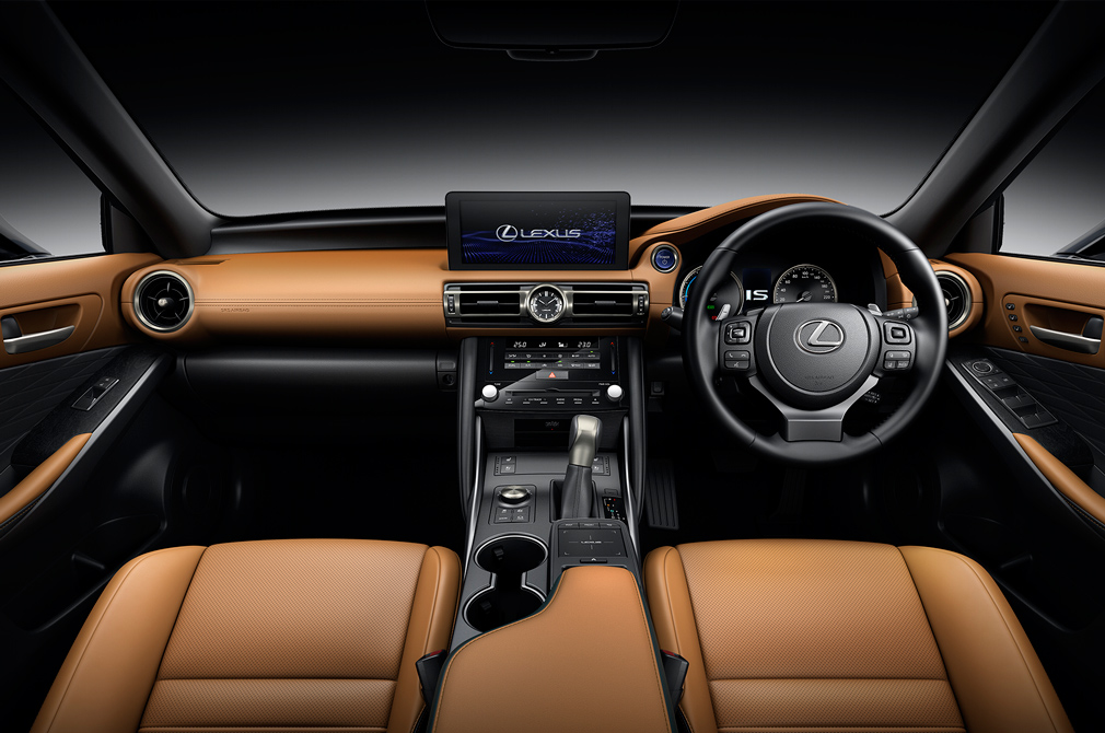 Lexus IS cockpit