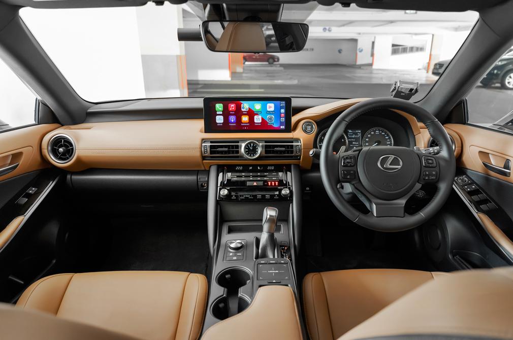 Lexus IS300 cockpit