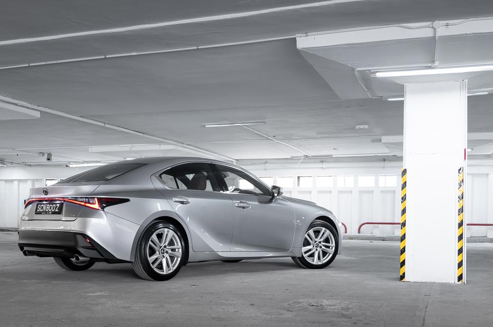 Lexus IS300 rear