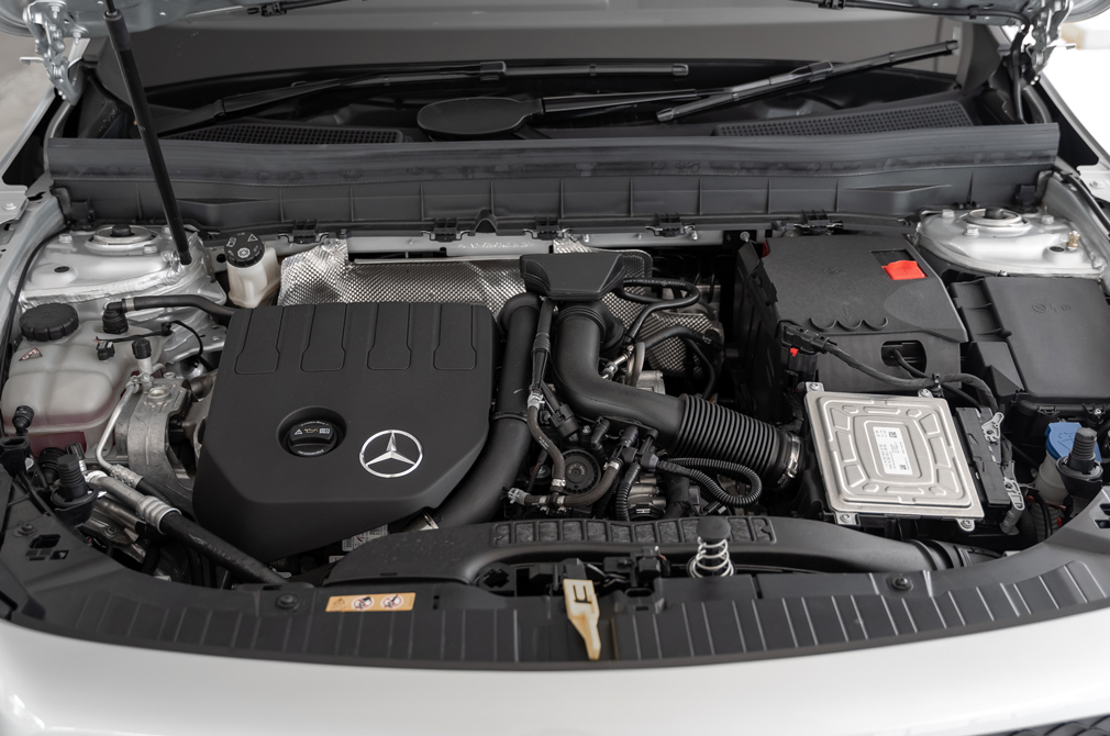 Mercedes-Benz GLB 200 engine