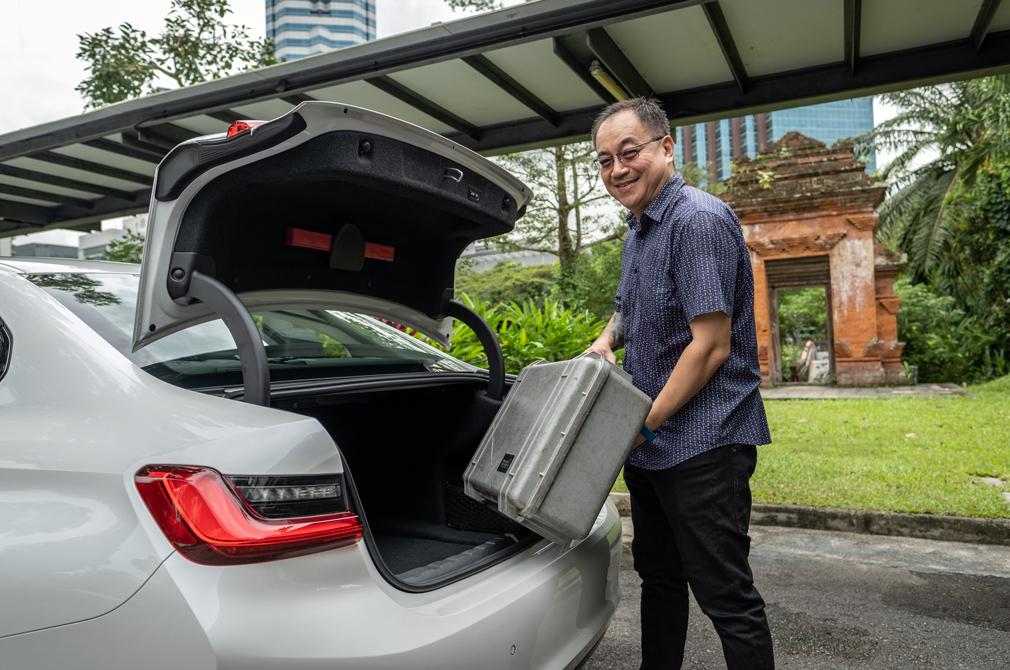 BMW 318i boot loading